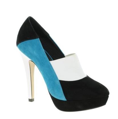 Acaba con la rutina y luce estos fantásticos zapatos de salón tricolor de Asos con un descuento de escándalo. Vestidia te ayuda a combinarlos.