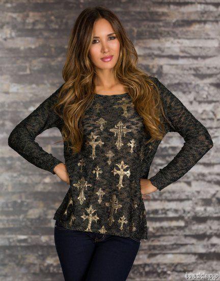 Modny sweter z cienkiej lejącej i połyskującej dzianiny ze złotymi nadrukami. Dostępne kolory : czarny, beżowy. Materiał: 45% wełna, 30% poliakryl, 15% #bawelna.... #Swetry - http://bmsklep.pl/sweter-pulower