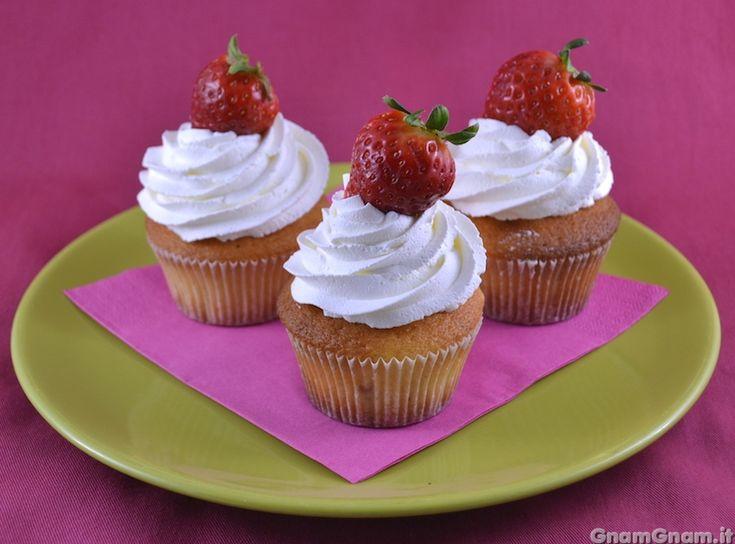 Scopri la ricetta di: Muffin panna e fragole