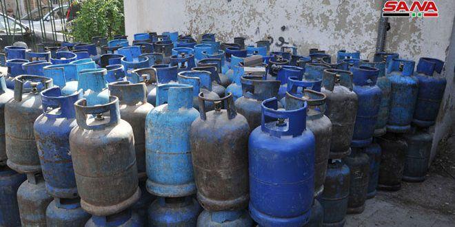 مدير محروقات في سورية وصول توريدات جديدة من الغاز المنزلي يضاعف الإنتاج بنسبة تزيد على 70 بالمئة In 2020 Fire Hydrant Hydrant Decor