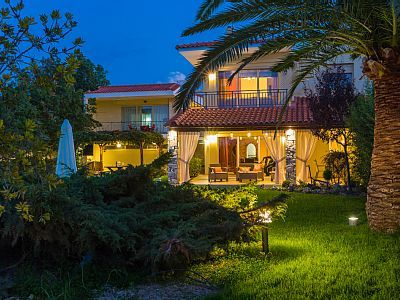 Rethymno villa rental - The whole property is wonderfully lit in the evening!