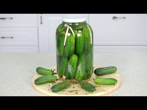 Pentru reteta de castraveti murati aceti nevoie de sare mare neiodata, cea iodata nu este buna la muraturi pentru ca nu pastraza legumele tari si ele se vor