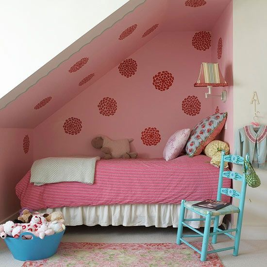 Creative use of alcove for a little girl's bedroon