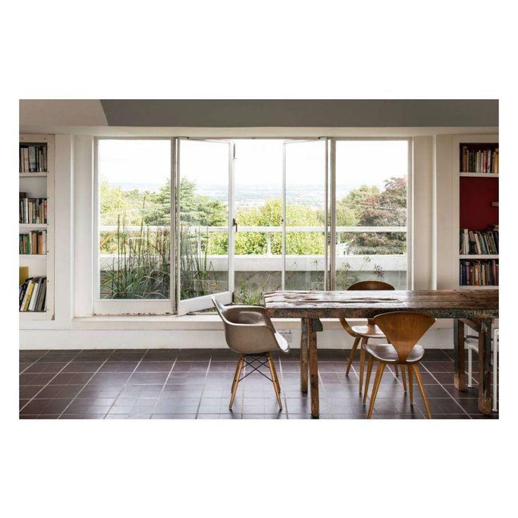 #window #diningroom #bookcase #bookshelf #modernhouse #diningtable #furniture #interiordesign #floor #flooring #窓 #本棚 #造作家具 #造作本棚 #造作本棚ダイニングルーム #ダイニングテーブル #床 #インテリア #インテリデザイン