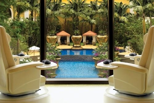 Wynn Macau boasts 1,008 exquisitely furnished rooms and suites, elegant restaurants, chic bars and lounges, two lavish spas, an outdoor swimming pool with luscious gardens - all in the heart of Macau. #wynn #hotel #macau http://helloasia.travel
