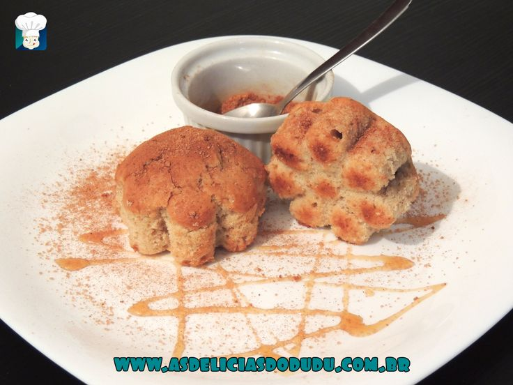 Bolinho de chuva (assado) - As delícias do Dudu 1 ovo 1 colher de sopa de manteiga derretida 1 xícara de farinha de trigo 80ml de leite 1/4 de xícara de açúcar (usei o demerara) 1 colher de sobremesa de fermento 1 colher de café de canela 1 banana cortada em rodelas