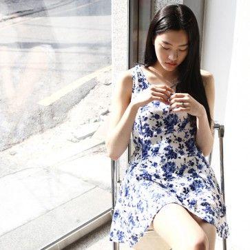 [Young Floral Dress: Blue] A sleeveless #dress featuring a floral print. Round neckline. Back zipper placket. Waist strap. #floraldress #flowerdress #koreandress #asiandress #koreanfashion #fashion2ne