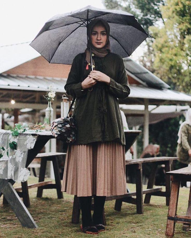 "1,137 Likes, 6 Comments - Bella Nabilla (@bellattamimi) on Instagram: ""ootd before the dawn. . @putririma #tapfordetail . at @hijabstory_com soft launching"""