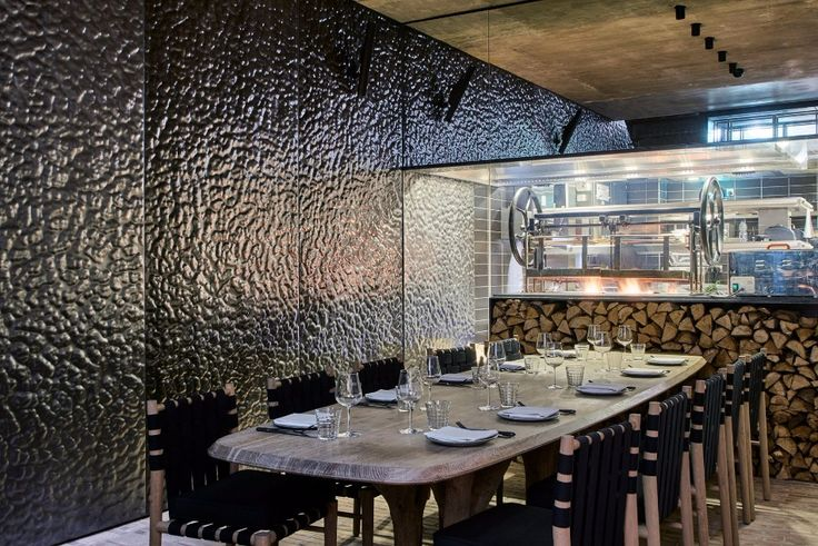 A Luxury Restaurant With The Most Creative Walls and Ceiling | www.bocadolobo.com #luxuryrestaurant #restaurant #architecture #exclusivedesign #interiordesign #moderndiningtables #diningtables #diningarea #diningroom #thediningroom #roomdesign #diningroomdesign #diningareadesign @moderndiningtables luxury restaurant A Luxury Restaurant With The Most Creative Walls and Ceiling A Luxury Restaurant With The Most Creative Walls and Ceiling 9