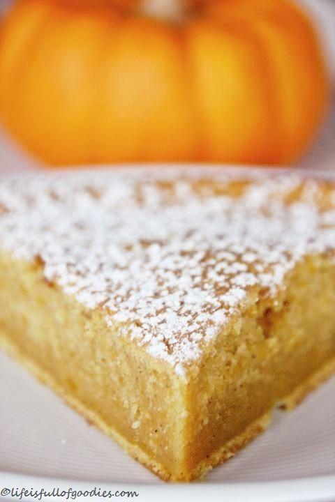 Nachdem vor kurzem tonnenweise feinstes Kürbispüree hergestellt wurde, muss das Zeug ja auch anständig verarbeitet werden. Und das geht (finde ich) am besten, wenn man lecker-süße Sachen damit macht. Süßes geht bei mir bekanntlich ja eh immer. Egal wann, egal wie, egal wo. Also wurde mal wieder ein Kürbiskuchen gebacken. Klingt nicht so toll?! Schmeckt …Weiterlesen…