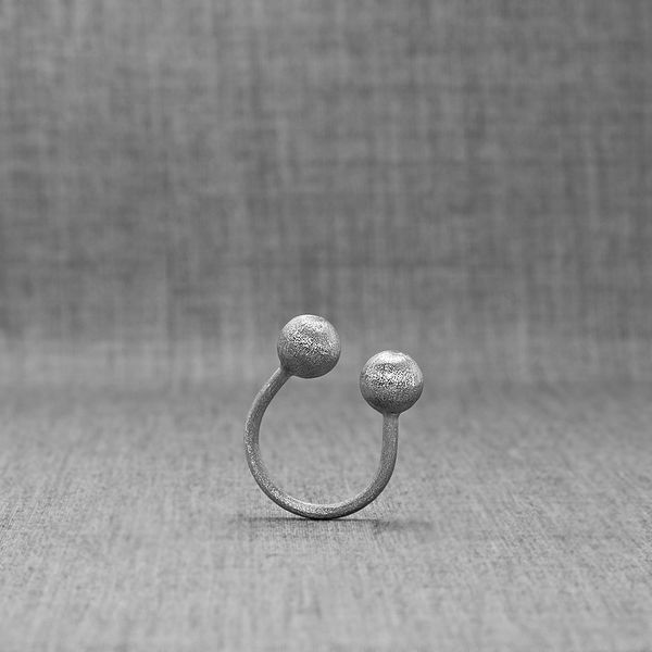 Planetas Major Ring - contemporary jewelry made of pure Silver with a matte finish