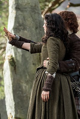 Claire Beauchamp and Jamie Fraser in 2.13 - Dragonfly in Amber.