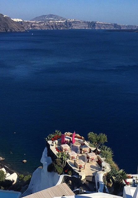 Cliff Restaurant in Santorini, Greece /// #wanderlust #travel