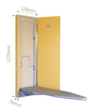 Planche à repasser intégrée dans une armoire