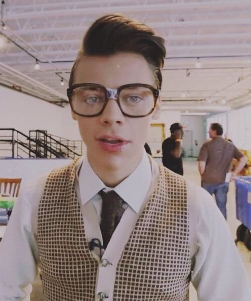 H-hi I'm Marcel. I'm 19. People don't really like me... I like to sing but I'm not very good