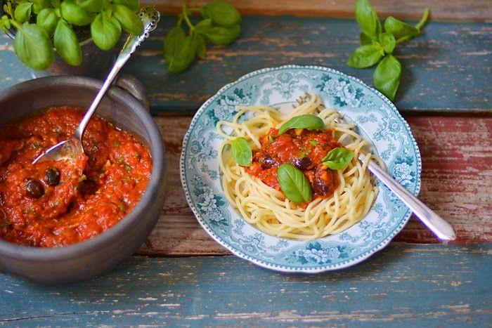 Lemon & Vanilla: Easy tomato pasta sauce / Molho de tomate rápido p...