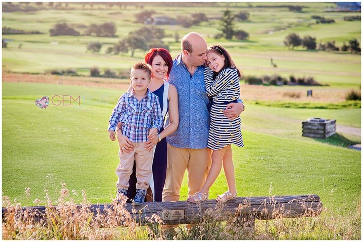 Family of four posing ideas - Sydney Long Reef Photography