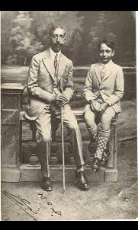 الملك فيصل الاول وولده الملك غازي