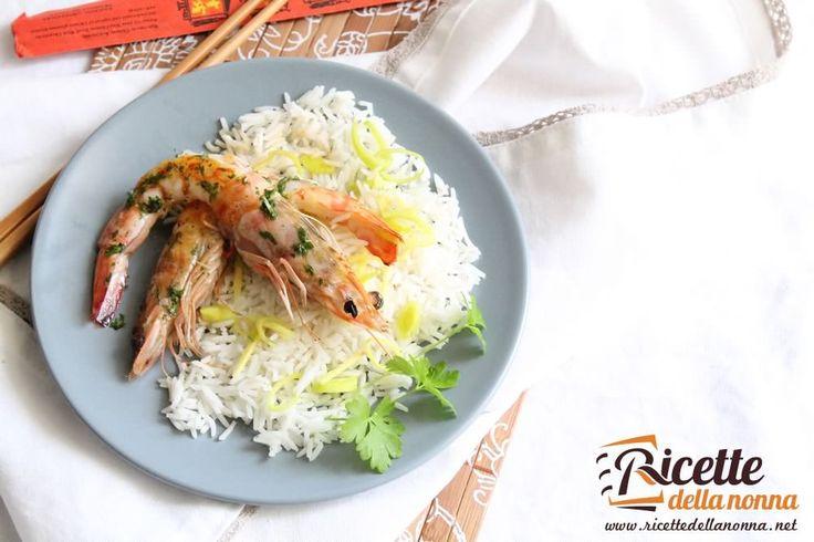 Questa ricetta per cucinare i gamberi è di chiara ispirazione orientale. Precisamente tailandese per la presenza del coriandolo pianta aromatica dal sapore molto particolare presente in moltissimi piatti della cucina del paese asiatico.