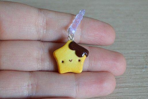 Kawaii biscotto a forma di stella ciondolo per cellulare con dust plug fatto a mano in pasta polimerica di LittleWitchHandmade su Etsy https://www.etsy.com/it/listing/230566690/kawaii-biscotto-a-forma-di-stella