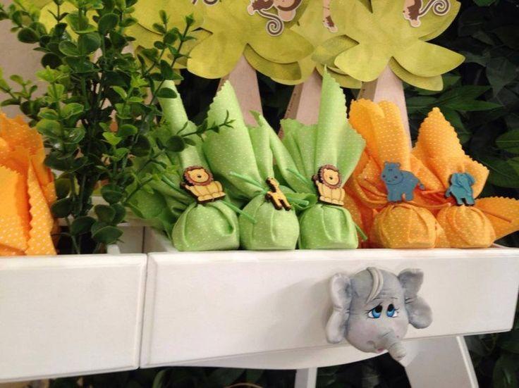 Para comemorar o primeiro ano do pequeno Lucca, o tema escolhido acompanhou a decoração do quarto dele. A ideia foi da mãe, Francine, e da tia, Dani Nobre, responsável por toda a papelaria da festa. Decoração e mobiliário: Festa Clean | Fotos: Denis Camargo