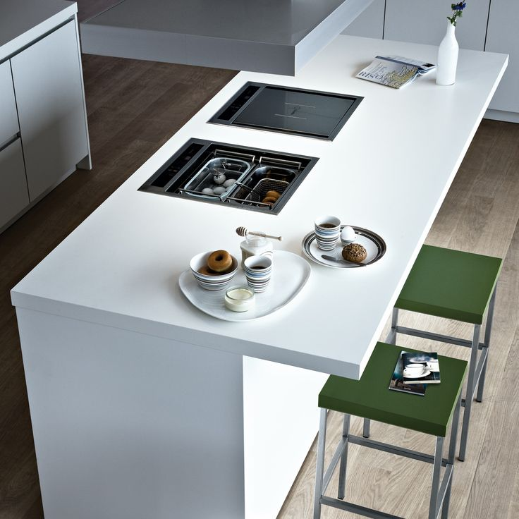 Varenna_Island with snack top and stools Block in steel and oliva embossed lacquer.