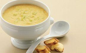 Grønsagssuppe med ostebrød Hurtig opskrift på en en dejlig, varmende suppe med porre. Grønsagssuppe med ostebrød er en ret med en lækker fyldig smag.