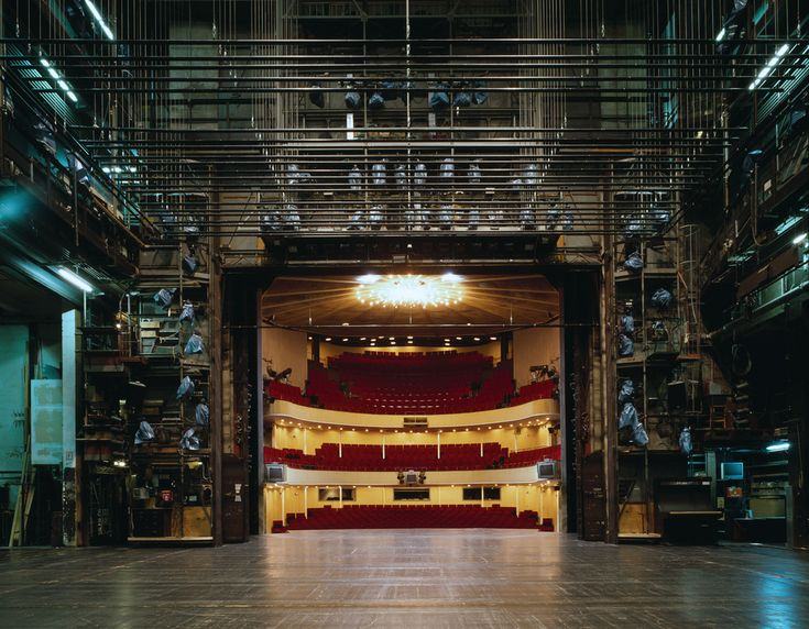 The Fourth Wall: Stages - Photographs and text by Klaus Frahm | LensCulture