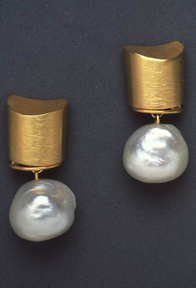 Pearl and gold earrings #style