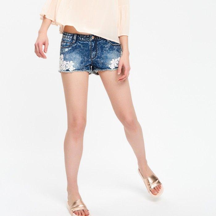 Jeansowe szorty z koronkową aplikacją - SPODNIE - NOWA KOLEKCJA - DZIEWCZYNA