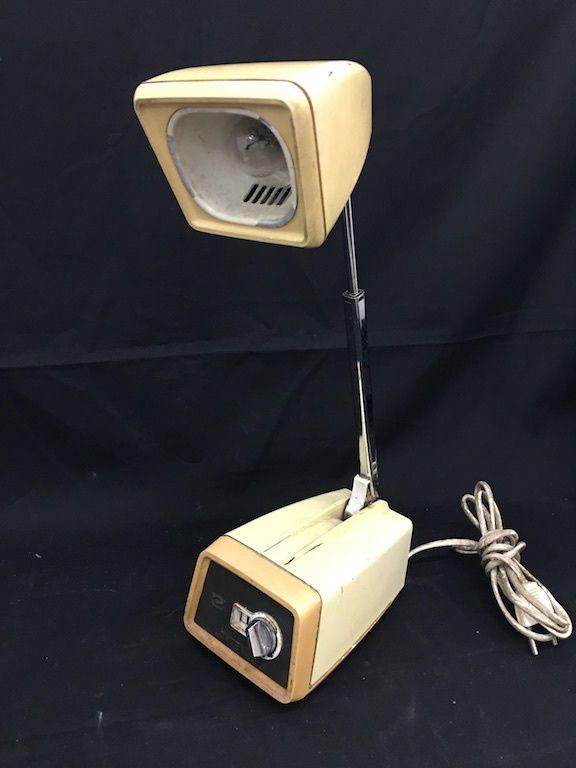 Lampada estensibile da tavolo vintage anni '50 Lampen - Vintage Desk Lamp 1950s FOR SALE • EUR 99,00 • See Photos! Money Back Guarantee. Particolare lampada da tavolo, estensibile come un'antenna, perfettamente richiudibile e funzionante anche se mostra i segni del tempo, marchiata Lampen 320 Dimensioni base 15x10 cm, altezza 36 cm. Chi siamo 222536598413