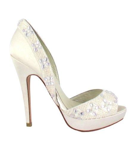Zapato de novia en satín con pedrería en blanco de Menbur (ref. 5346) Satin in white bridal shoes by Menbur (ref. 5346)