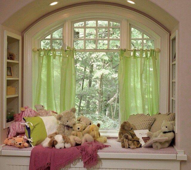 ぬいぐるみの飾り方。かわいく飾って、楽しく可愛がろう!! 窓辺の棚にぬいぐるみを並べる。ただ並べるだけでは味気…