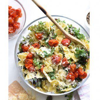 Salade d'été : Tomates, mozzarella, basilic et quinoa - Cosmopolitan.fr