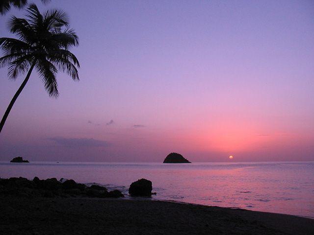 Coucher de soleil à l'Anse Couleuvre, Martinique. http://www.lonelyplanet.fr/article/les-plus-belles-plages-de-martinique #AnseCouleuvre #plage #Martinique