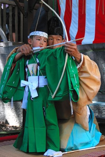 Young children wore medieval robes and fired arrows from bows at a Tokyo shrine on Sept. 17, in a ceremony thought to date back more than four centuries. A boy draws a bow during an annual ceremony at the Tensojinja shrine in Tokyo's Koto Ward on Sept. 17. (Ryota Goto)