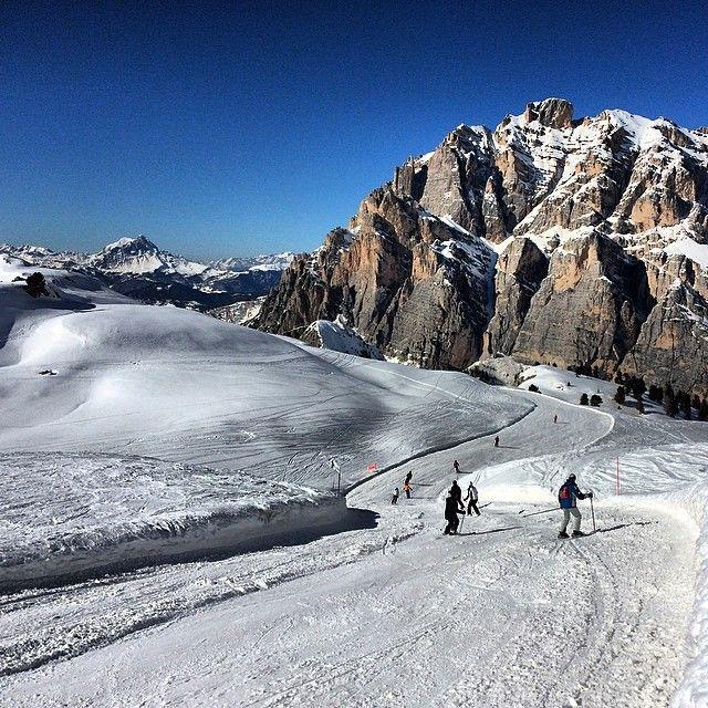 #Lagazuoi slope towards San Cassiano in #altabadia #dolomitesski #dolomites #holimites
