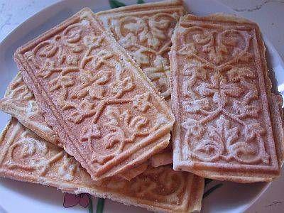 How to Make Norwegian Goro Crackers - Norway's most beautiful cookie.