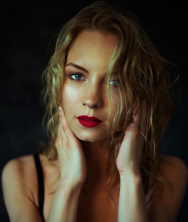 Model: Evi/Pholk --- Makeup & photography by me
