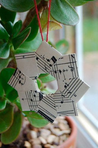 Musical Christmas tree ornament