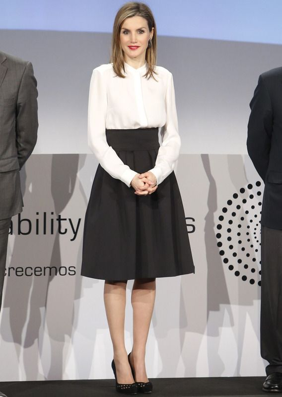 Look reina Letizia Black&White Lady Hugo Boss
