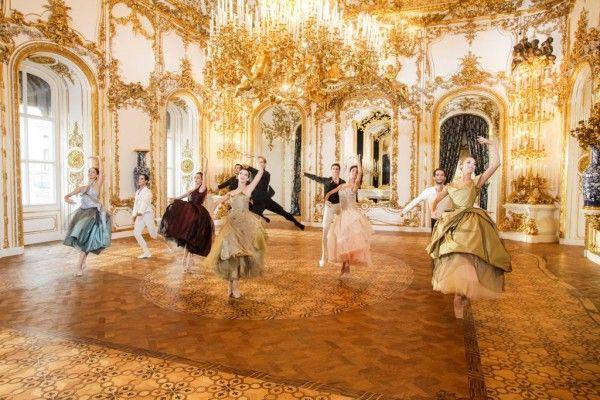 Vivienne Westwood, bekend om haar punk looks, heeft kostuums ontworpen voor de nieuwjaarsvoorstelling van het Vienna State Ballet aanstaande woensdag.