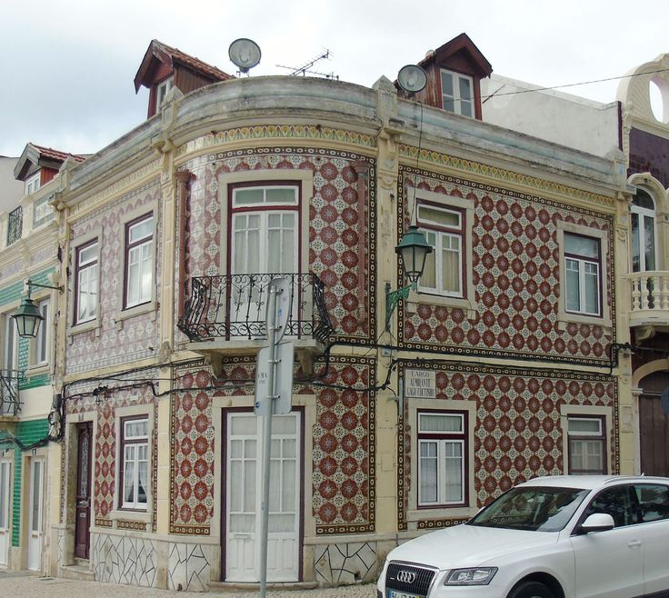 Alcochete | Edifício no / Building at Largo de São João [© Luís Marques] #Azulejo #Padrão #Pattern #Polychrome #Geometry