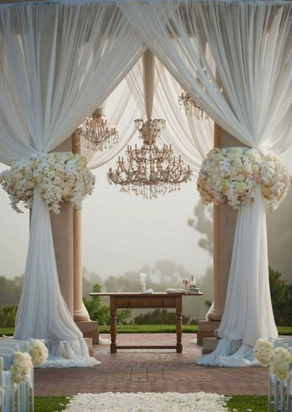 arches with columns decorating a wedding arch how to decorate