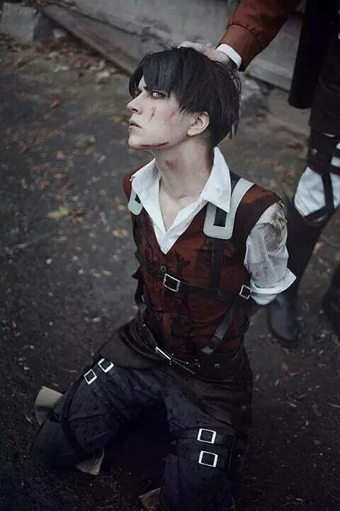 OMG GUYS. THAT'S GOT TO BE THE MOST HANSOME, BEAUTIFUL, AND AMAZING COSPLAY OF LEVI YET. I MEAN THE OTHERS DON'T DO THAT WELL AND THEY DON'T CAPTURE HIS AMAZING FACIAL FEATURES. BUT THIS IS SPOT ON OMG.