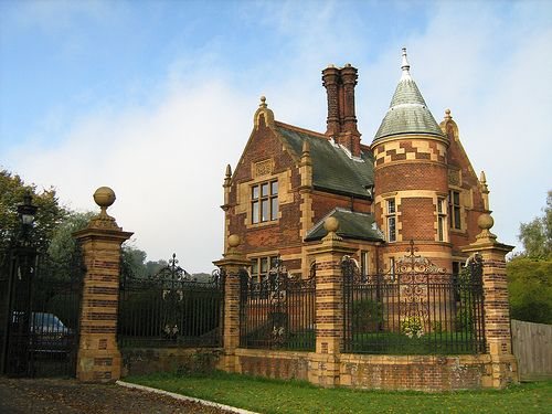 Childwickbury Lodge  A red brick and terracotta confection that ticks all the classic lodge boxes! This fine building is situated halfway between St Albans and Harpenden on the A1081