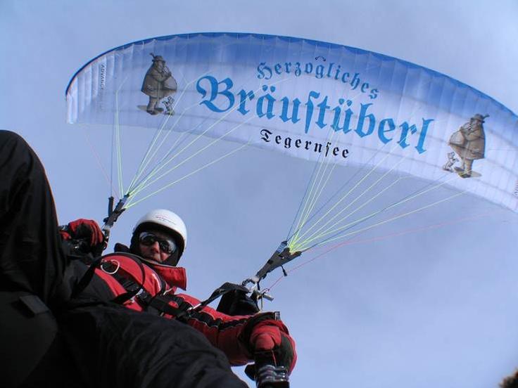 Hoch hinaus mit dem Bräustüberl Gleitschirm    http://www.facebook.com/Braustuberl