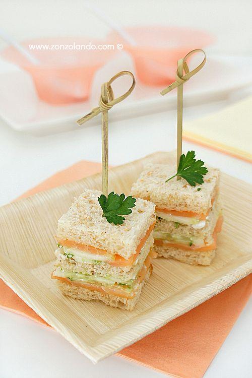 Tramezzini sandwiches with salmon and cottage cheese recipe - con salmone affumicato e cetrioli ricetta per picnic