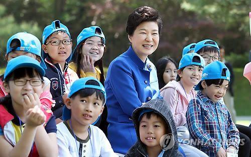 """朴대통령 """"좋은 나라 만드는게 어린이들에 주는 선물""""(종합) : 네이버 뉴스"""
