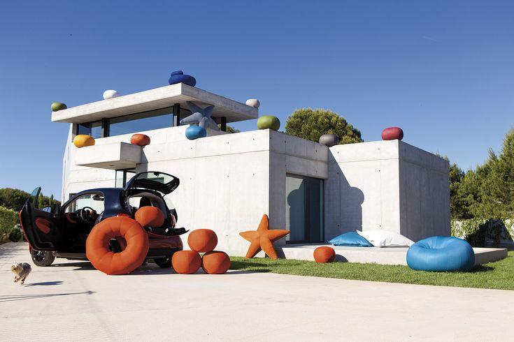 La colección de puff Ogo es elmobiliario ideal para colocar en cualquierexterior este verano.